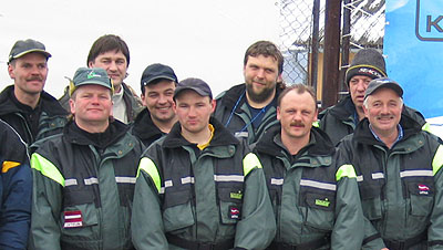 Latvijas komanda - pasaules čempioni zemledus makšķerēšanā. Rīga 2004